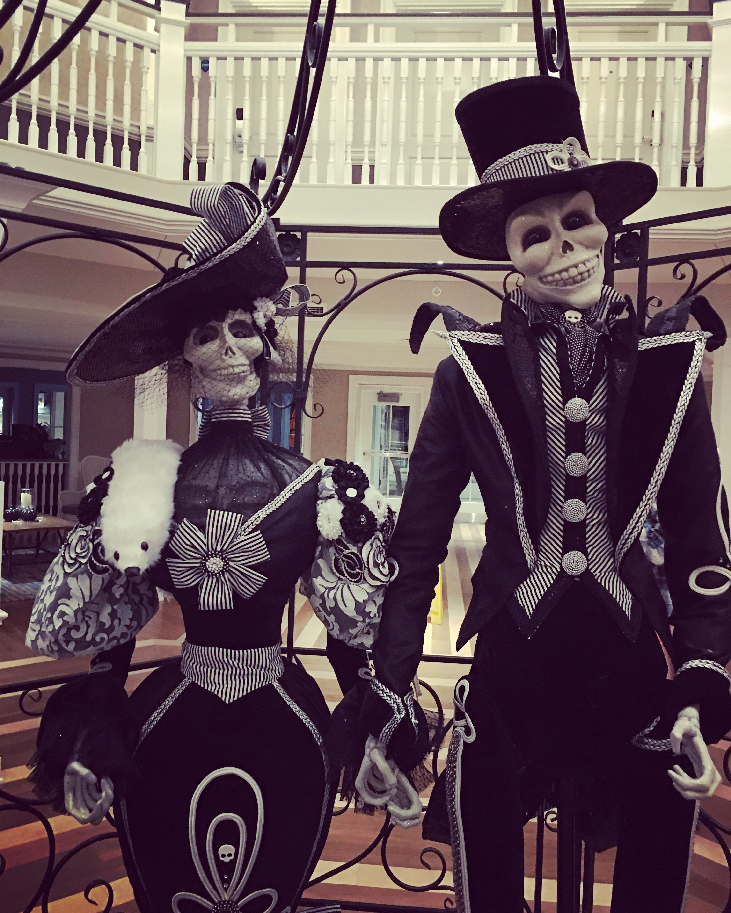 HalloWeekends - Hotel Breakers at Cedar Point gets decked out for Halloween