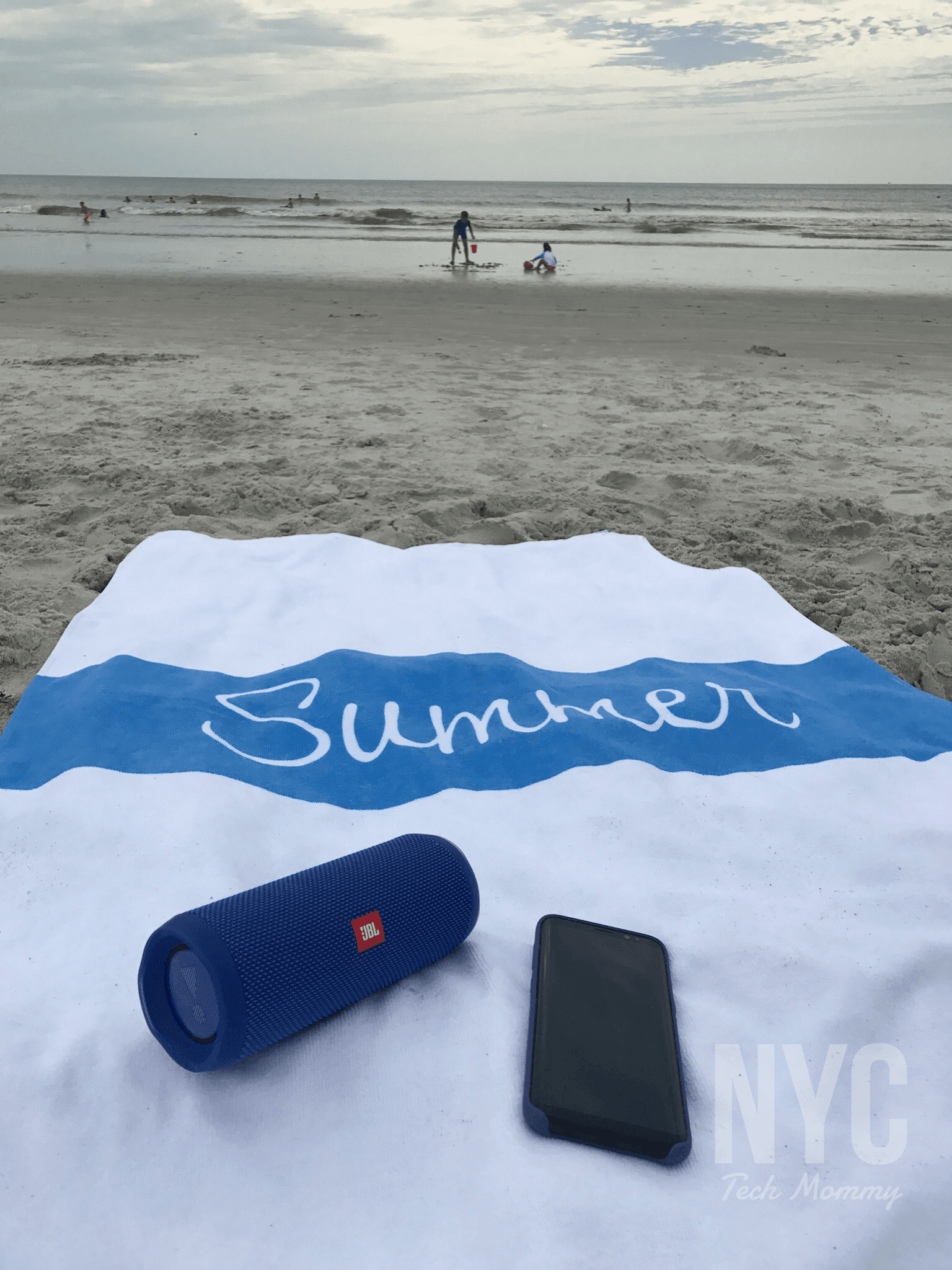 Kids are always ready for a big splash! This summer I was ready to splash right along with them thanks to 3 summer must haves that can take a big splash. Check out my favorite summer gadgets and the smarter towel for summer!