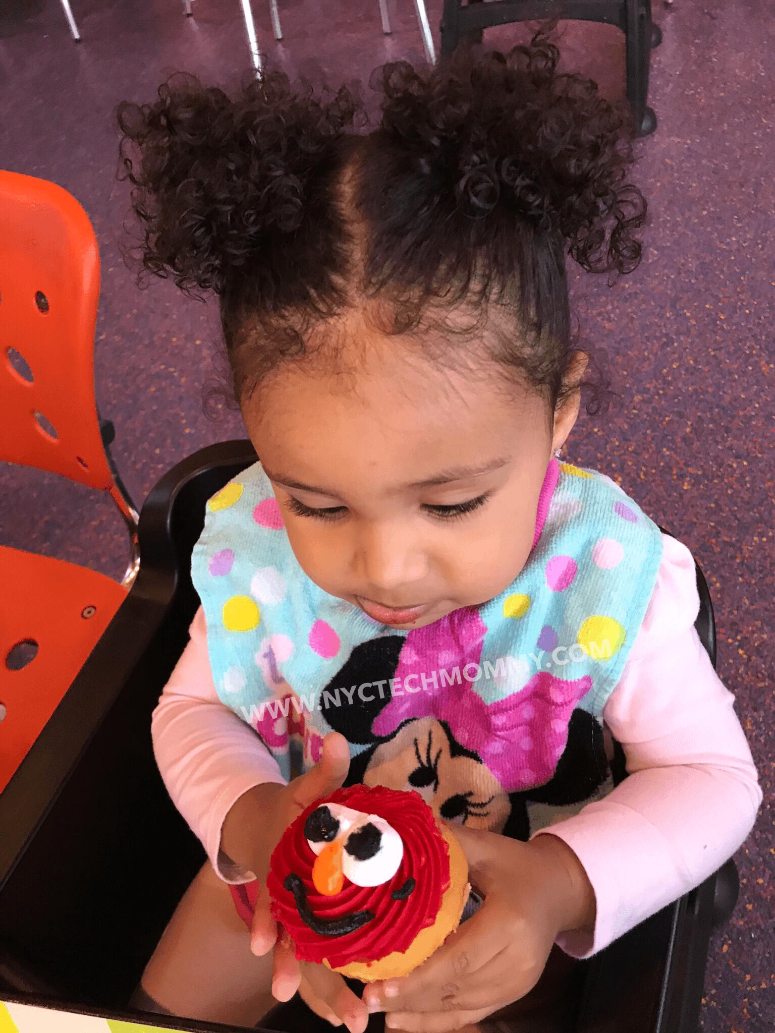 Yummy Elmo Cupcakes - Sesame Place