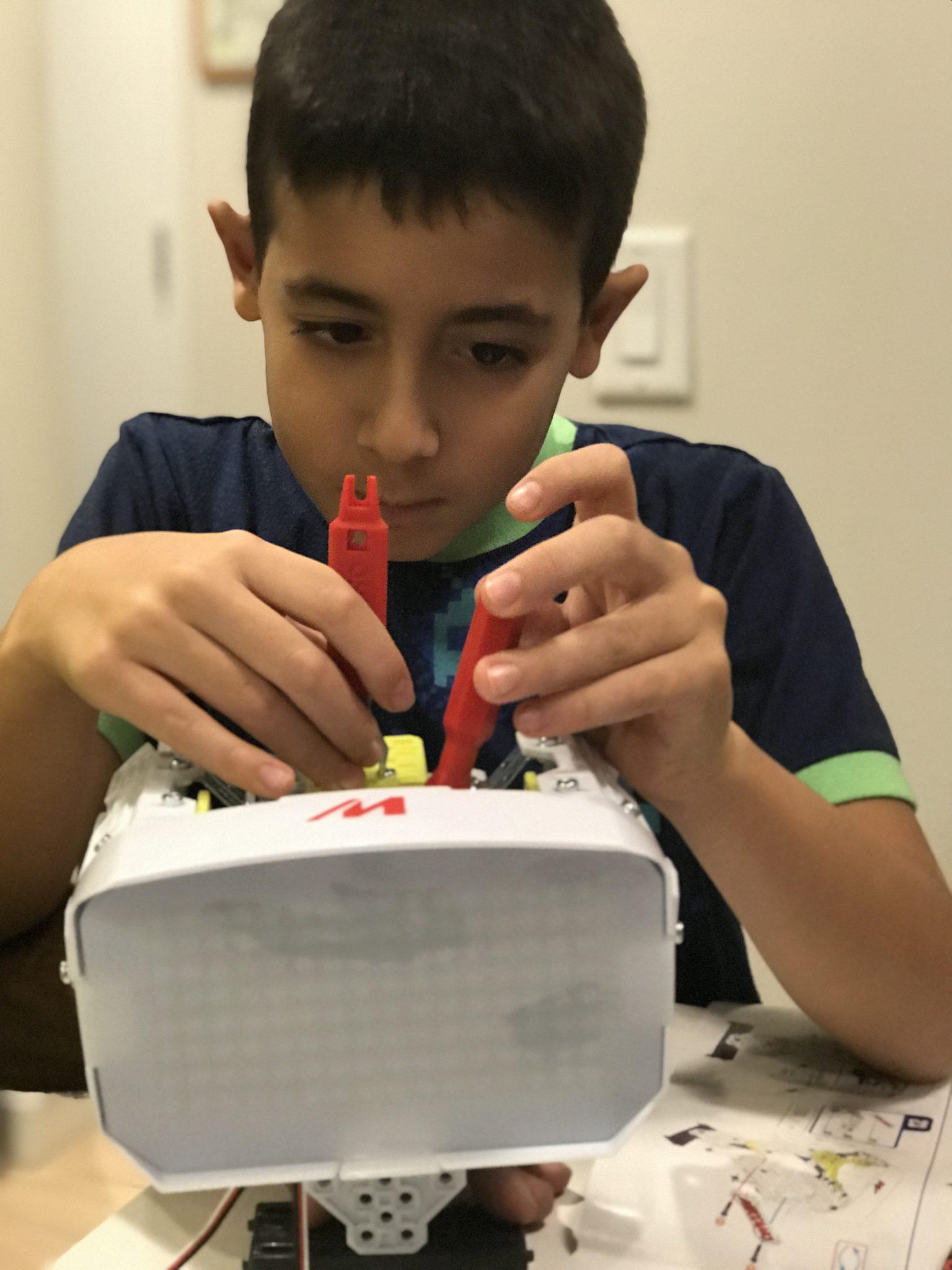 Robot Building- Meccano MAX Robot